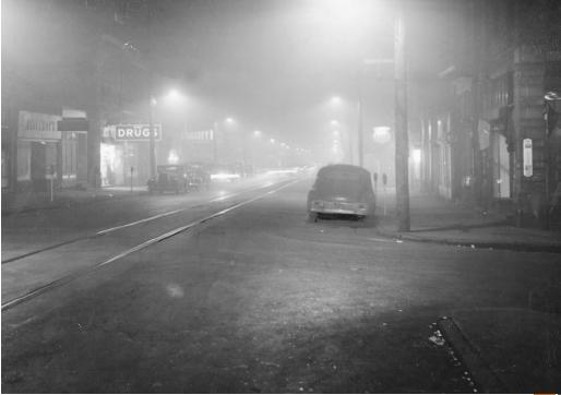 Noontime smog on a street in Donora, Pennsylvania, 1948. (© Pittsburgh Post-Gazette, all rights reserved. Reproduced by permission.)