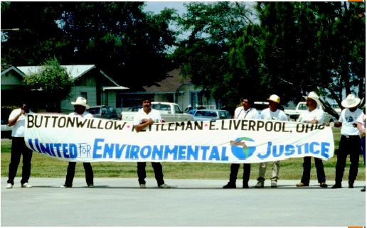 A rally before the march to Laidlaw dump in Buttonwillow, California. (Zachary Singer, Greenpeace.)